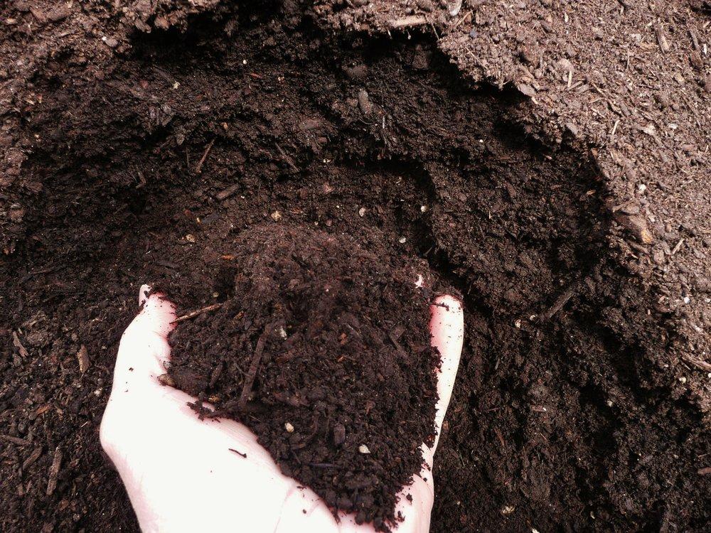 acelerar a decomposição de matéria orgânica para compostagem
